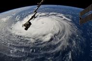 Les courtiers se préparent alors que l'ouragan de la taille d'un État entier s'abat sur la Caroline